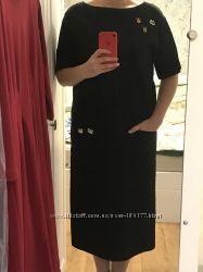 Чёрное платтице свободного кроя с вырезом на спине.