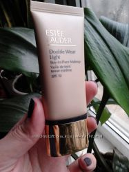 Est&233e Lauder Double Wear Light Stay-in-Place Makeup