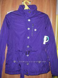 Новая фирменная куртка очень красивого цвета