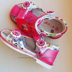 красивые и яркие босоножечки для малышек