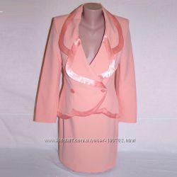Нарядный деловой костюм нежного персикового цвета. Размер - 42-44, рост 165