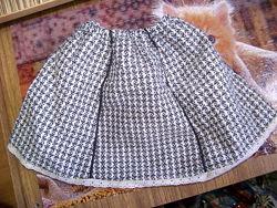 Плотная черно-белая с фатиновым подъюбником юбка-колокольчик