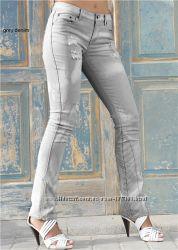 Стильные джинсы оригинальной расцветки по фигурке. Размер 44-46
