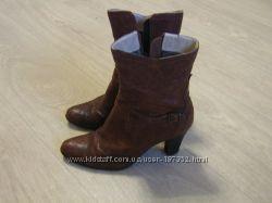 Ботиночки-полусапожки аля ковбойки на удобном каблучке 37 р даром