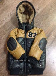 Теплая, модная курточка с мягкого кожзама на 4-5 лет, фирма Zara