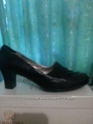 кожаные туфли 41размера на каблуке 6. 5см.