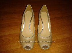 Туфли CLARKS из натуральной лак. кожи, 6-ка англ, 39 размер