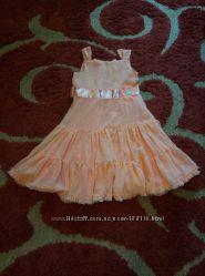Платье нарядное, персиковое. В отличном состоянии.