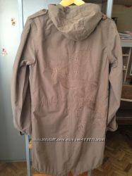 Плащ-ветровка с вышивкой на спине
