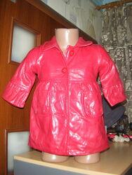 Шикарный красный плащ на флисовой подкладке на девочку 6-9 мест, рост 69-74