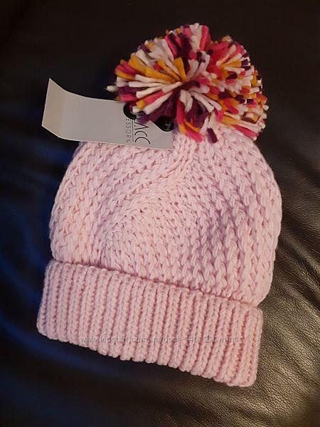Стильная теплая шапка с ярким помпоном. Подойдет и подросткам и взрослым.