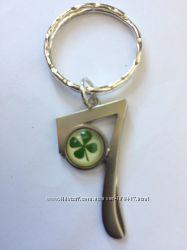 Брелок на ключи  счастливая семерка  клевер