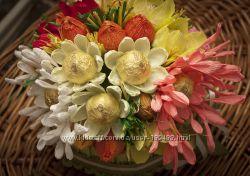 Букеты и композиции из большого количества конфет в подарок, украшение стол