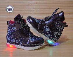 Демисезонные ботинки со светящейся подошвой 22-27 размеры