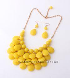 Шикарные комплекты, в наличии желтый. Серьги и ожерелье
