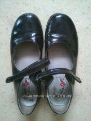 Продам черные туфли Walkid Италия на девочку, р-р 31