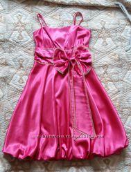 Очень красивое нарядное платье для торжественного случая в отличном состоян