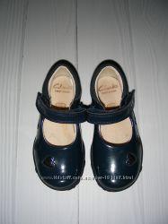 Туфельки Clarks US 6 EUR 22