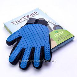 Массажная перчатка для вычесывания шерсти