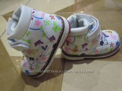 Демисезонные ортопедические модные красивые лаковые ботиночки  22, 26, 27