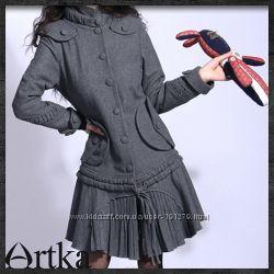Приталенное пальто на пуговицах со шнуровкой по линии бедра от Artka, новое