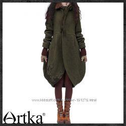 Пальто с вышивкой и кроличьим воротником от Artka