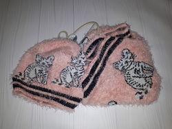 Комплект из шапки с котиками и шарфа-снуда Next  5-6 лет
