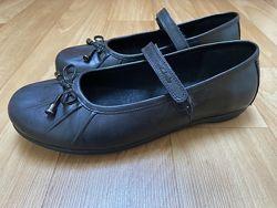 Отличные кожаные туфельки Clarks. Размер 35