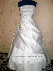 Свадебное платье, подъюбник с кольцами, перчатки.