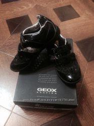 Лаковые туфли для девочки Geox, размер 30