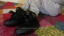 Чудесные демисезонные ботиночки с лентами.  Размеры 30-35