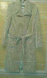 Пальто женское вельветовое.