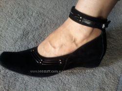 Замшевые туфли, 39 размер,  состояние новых.