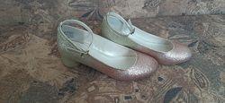 Святкові туфлі для принцеси в супер ідеально стані
