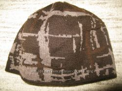 полушерстяную шапку, на голову 52см