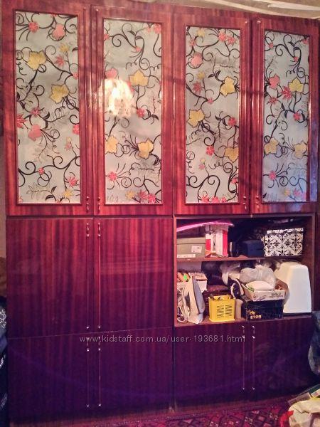 Стенка -  книжный шкаф-2 шт, шкаф для посуды-1шт, платяной шкаф-1шт, пенал