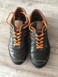 Шкіряні спортивні туфлі 37р