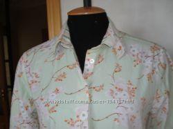 Бледнозеленая блузка в цветочек