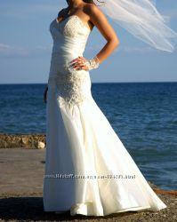 Продам счастливое  платье рыбка с камнями и вышивкой ручной работы