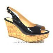 Лаковые туфли-босоножки. США.
