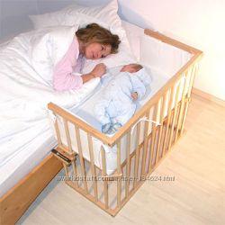 Кроватка приставная - лучшее решение Спят рядом кроха, мама- это заглядение