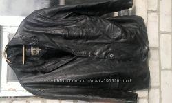 продам кожаный пиджак фирмыBy Versace