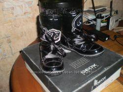 Новые деми шикарные лаковые сапожки Geox 30 размера