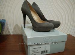 Неперевершені туфлі Jessica Simpson