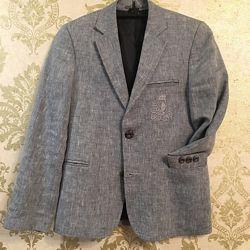 Продам пиджак для мальчика.