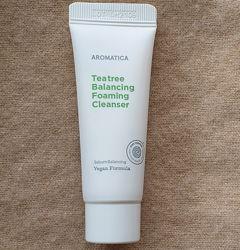 Пенка для умывания с маслом чайного дерева Aromatica, для жирной кожи