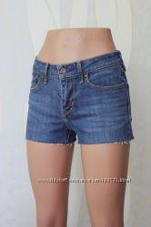 Короткие джинсовые шорты от Levis
