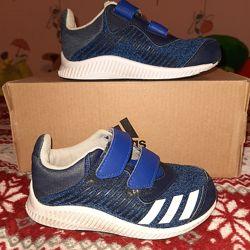 Фирменные кроссовки на каждый день от тм Adidas