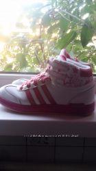 теплые кроссовки на осень фирмы Adidas