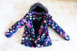 Яркая, красивая, утепленная  куртка на девочку 9-10 лет